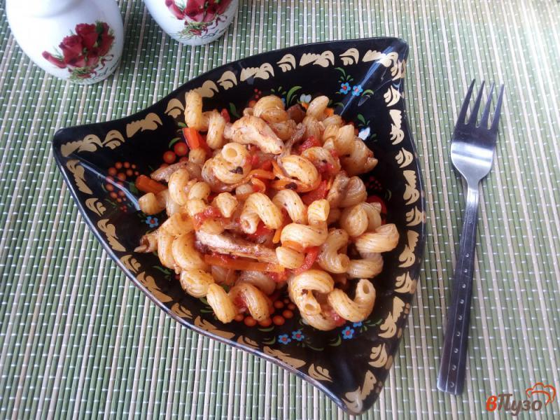 Фото приготовление рецепта: Макароны с курицей и овощами шаг №10