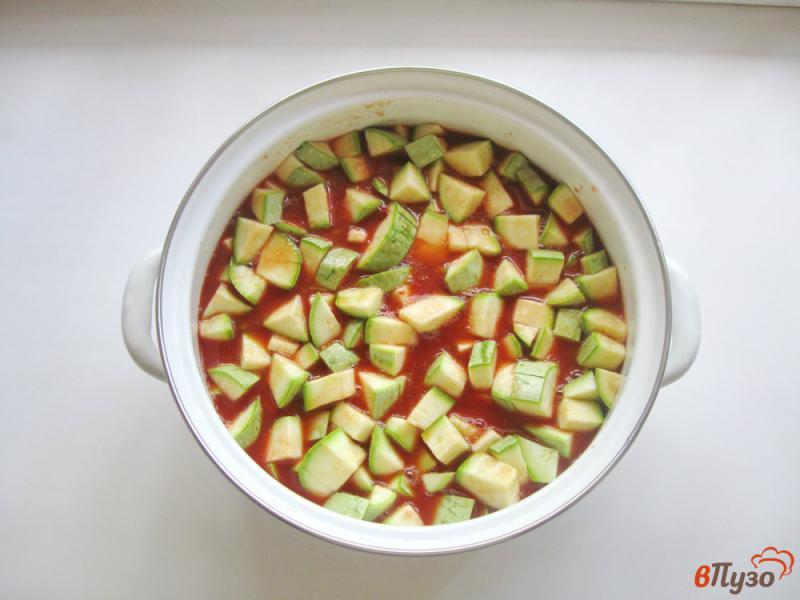 Фото приготовление рецепта: Кабачки в томате на зиму шаг №4