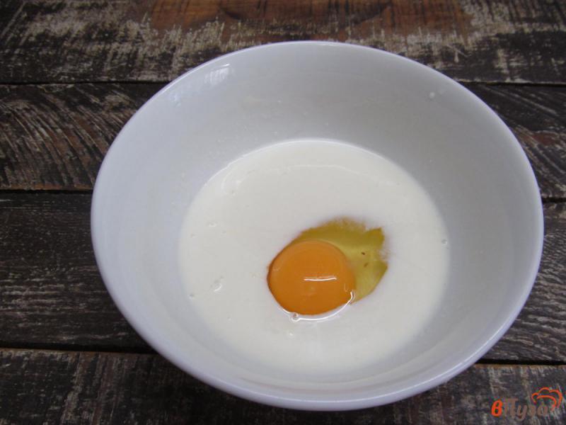 Фото приготовление рецепта: Ленивые пирожки с яйцом и зеленым луком шаг №1