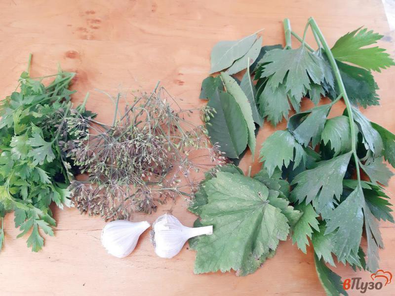 Фото приготовление рецепта: Помидоры консервированные с виноградом на зиму шаг №1