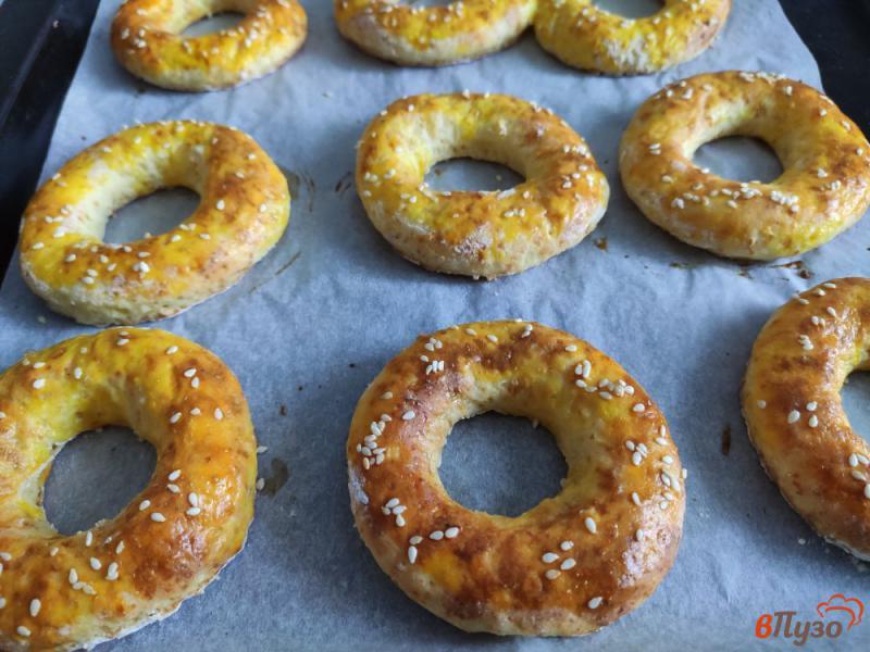 Фото приготовление рецепта: Творожные кольца с кунжутом шаг №7