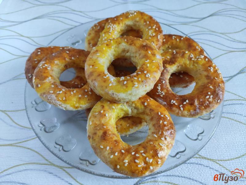 Фото приготовление рецепта: Творожные кольца с кунжутом шаг №8