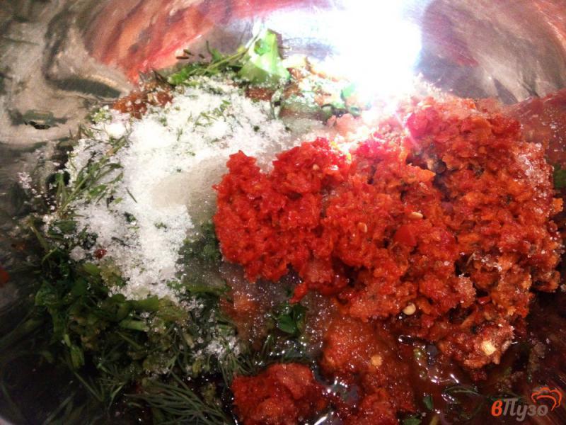Фото приготовление рецепта: Острая закуска из помидоров и перца без варки шаг №5