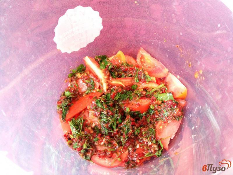 Фото приготовление рецепта: Острая закуска из помидоров и перца без варки шаг №7