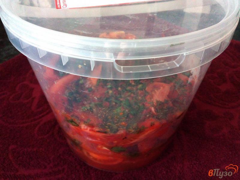 Фото приготовление рецепта: Острая закуска из помидоров и перца без варки шаг №8