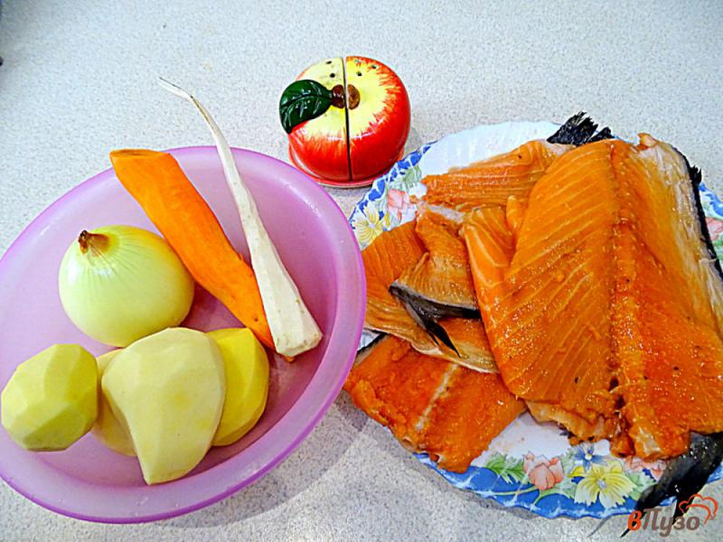 Фото приготовление рецепта: Суп из лосося с плавленым сыром шаг №1