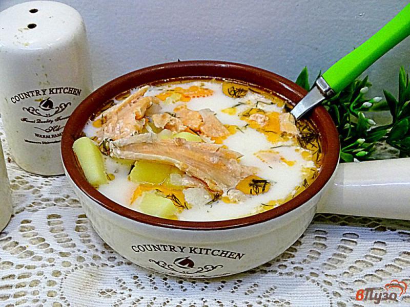 Фото приготовление рецепта: Суп из лосося с плавленым сыром шаг №10