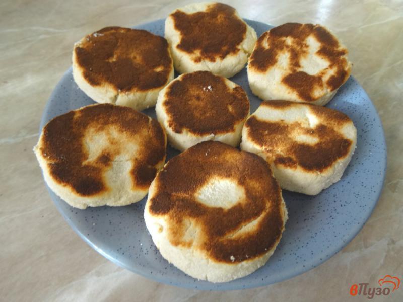 Фото приготовление рецепта: Сырники из рикотты с кокосовой мукой шаг №8