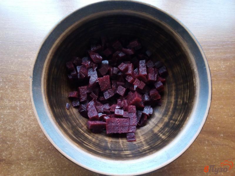 Фото приготовление рецепта: Салат из варёной свеклы с брынзой шаг №1