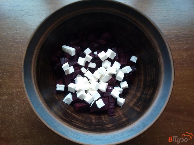 Фото приготовление рецепта: Салат из варёной свеклы с брынзой шаг №2