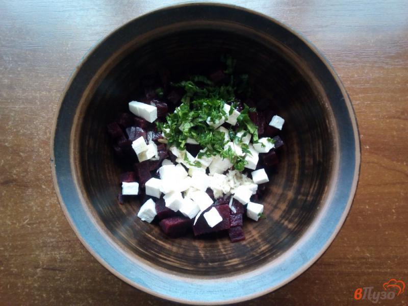 Фото приготовление рецепта: Салат из варёной свеклы с брынзой шаг №4