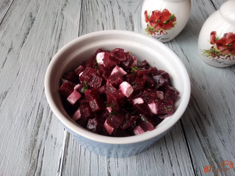 Фото приготовление рецепта: Салат из варёной свеклы с брынзой шаг №5