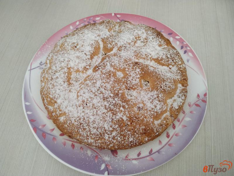 Фото приготовление рецепта: Бисквитный пирог с черешней шаг №9