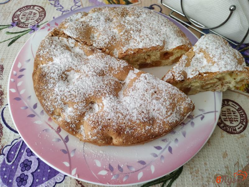 Фото приготовление рецепта: Бисквитный пирог с черешней шаг №10