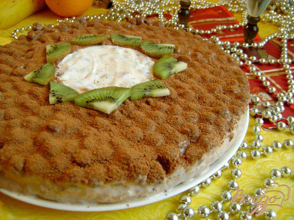 фото рецепта: Йогуртовый торт с бананами и шоколадными шариками «Празничный»
