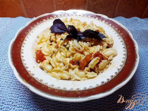 фото рецепта: Паста с сыром сулугуни под базиликово-помидорным соусом