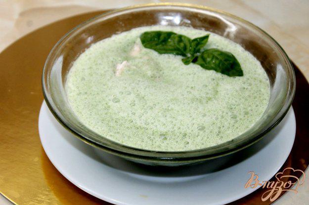 фото рецепта: Сливочный крем - суп со шпинатом и лососем