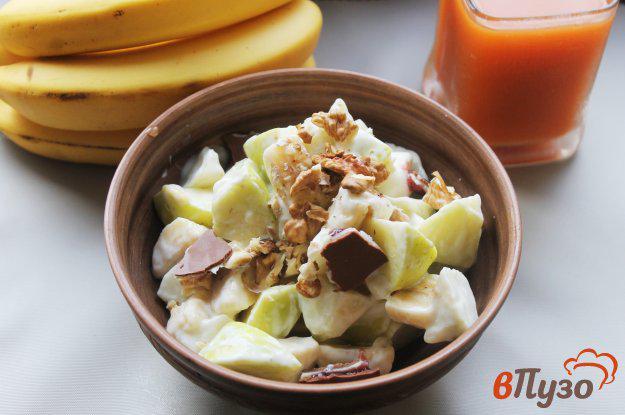 фото рецепта: Фруктовый салат с грецкими орехами и йогуртом