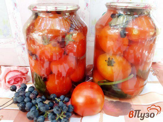 фото рецепта: Помидоры консервированные с виноградом на зиму