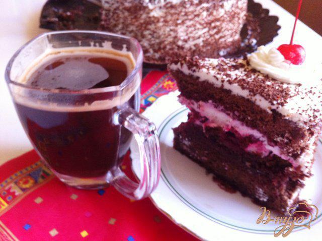 Фото приготовление рецепта: Шварцвальдский вишневый торт («Черный лес») шаг №19