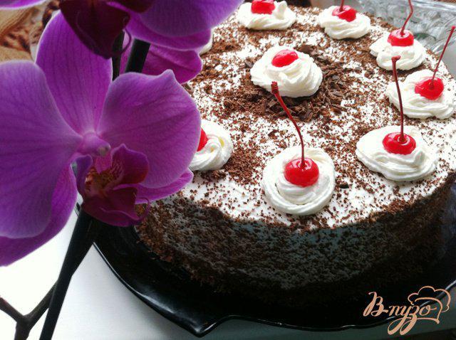 Фото приготовление рецепта: Шварцвальдский вишневый торт («Черный лес») шаг №18