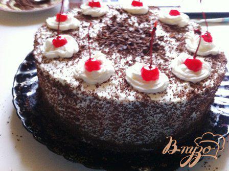 Фото приготовление рецепта: Шварцвальдский вишневый торт («Черный лес») шаг №17