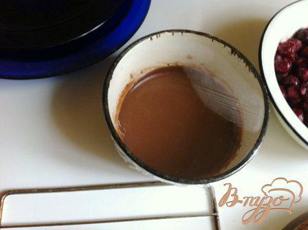 Фото приготовление рецепта: Шварцвальдский вишневый торт («Черный лес») шаг №10