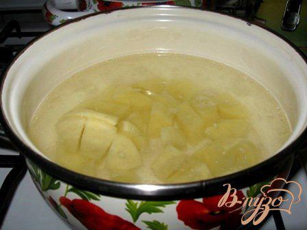 Фото приготовление рецепта: Сырный суп с цветной капустой и брокколи шаг №1
