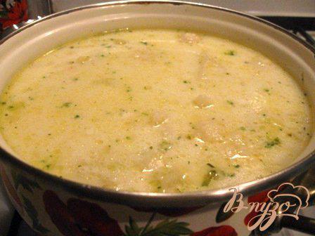 Фото приготовление рецепта: Сырный суп с цветной капустой и брокколи шаг №7