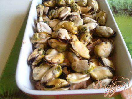 Фото приготовление рецепта: Мидии в сырном соусе шаг №8