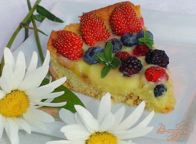 Фото приготовление рецепта: Кростата с ягодами и заварным кремом шаг №10