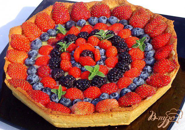 Фото приготовление рецепта: Кростата с ягодами и заварным кремом шаг №9