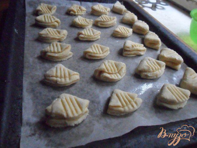Фото приготовление рецепта: Печенье «Гусиные лапки» шаг №6