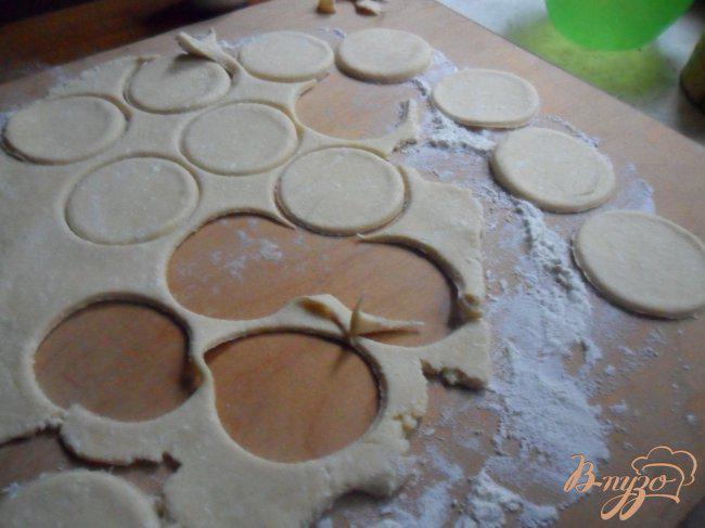 Фото приготовление рецепта: Печенье «Гусиные лапки» шаг №3