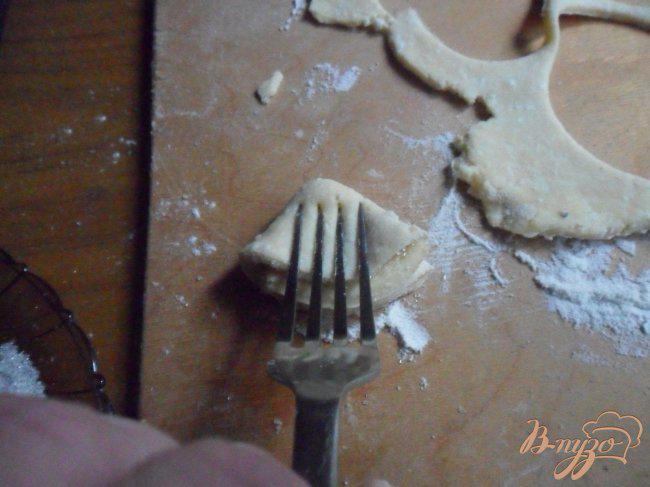 Фото приготовление рецепта: Печенье «Гусиные лапки» шаг №5