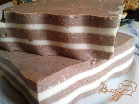 Фото приготовление рецепта: Желе со сметаной и какао шаг №4