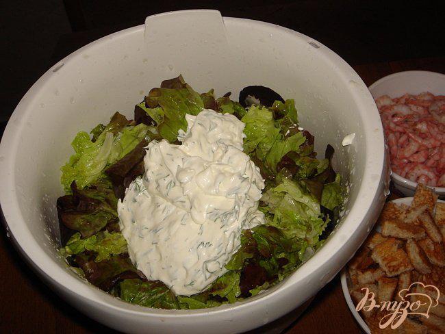 Фото приготовление рецепта: Воздушный салат с креветками шаг №2