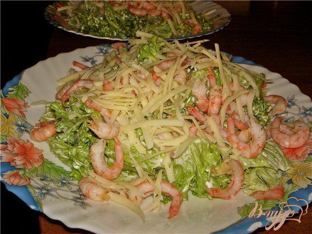 Фото приготовление рецепта: Воздушный салат с креветками шаг №5