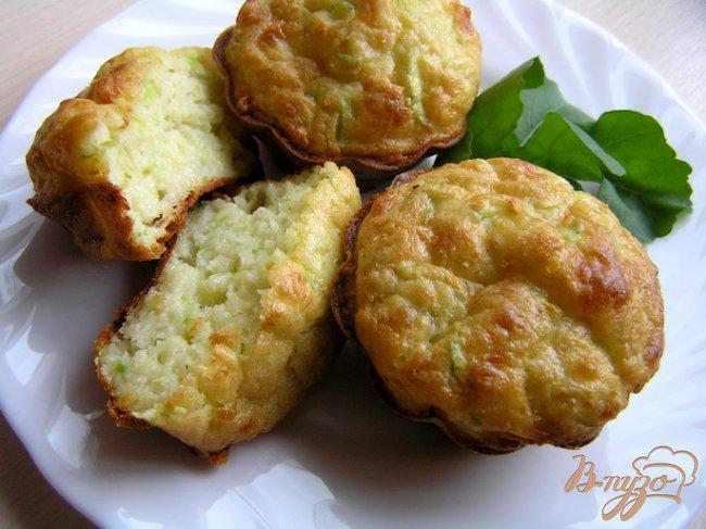 Фото приготовление рецепта: Маффины с кабачком и сыром шаг №7