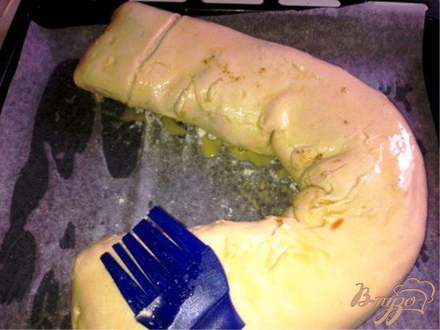 Фото приготовление рецепта: Слоеный пирог со шпинатом и сыром. шаг №5
