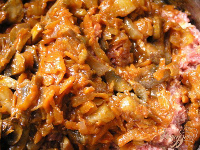Фото приготовление рецепта: Мясной хлеб с грибами шаг №10