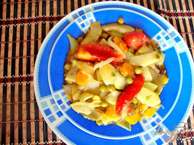Фото приготовление рецепта: Кабачки тушёные с горошком шаг №6