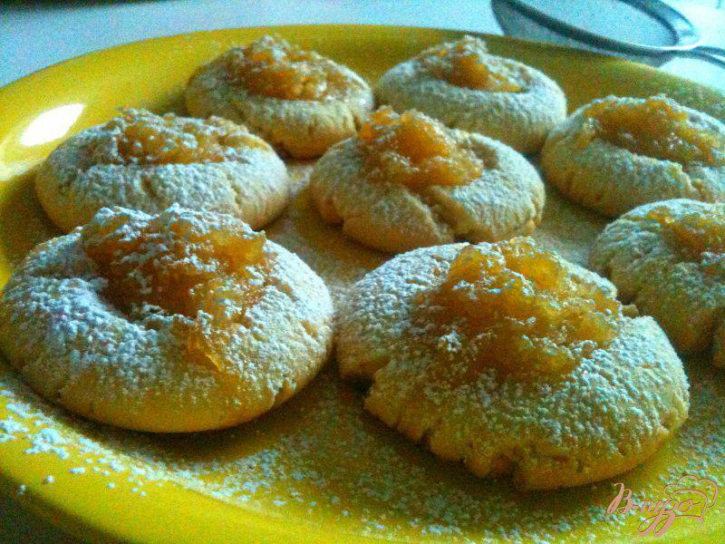 Фото приготовление рецепта: Песочное печенье с яблочно-медовой начинкой шаг №10