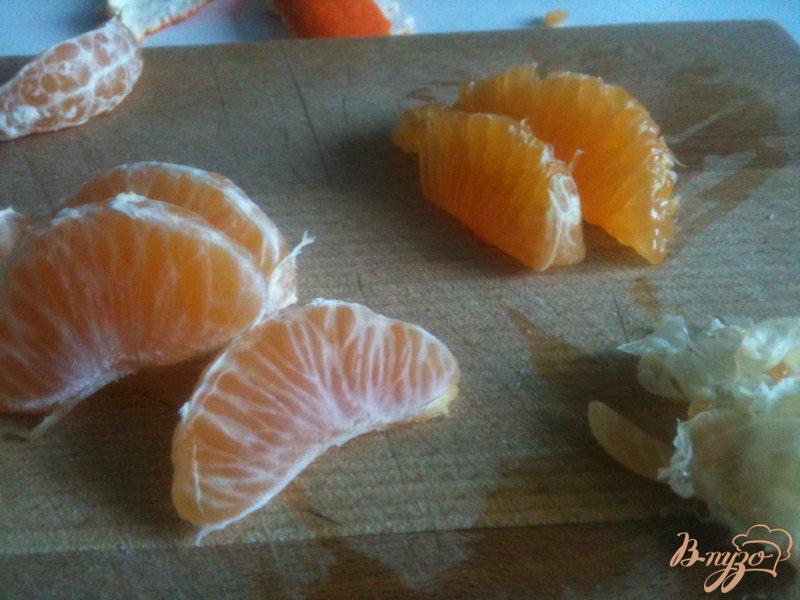 Фото приготовление рецепта: Салат с мандаринами, свеклой и копченой рыбой шаг №2