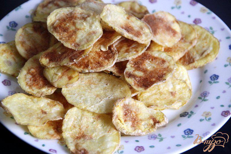 Фото приготовление рецепта: Закуска из лосося на картофельных «чипсах» шаг №2