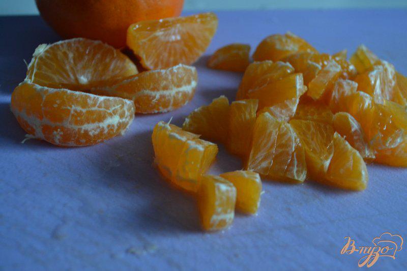 Фото приготовление рецепта: Морковный салат с сыром и мандаринами шаг №2