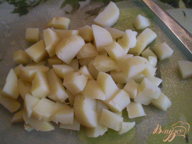 Фото приготовление рецепта: Винегрет с фасолью и горошком шаг №3