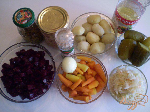 Фото приготовление рецепта: Винегрет с фасолью и горошком шаг №1