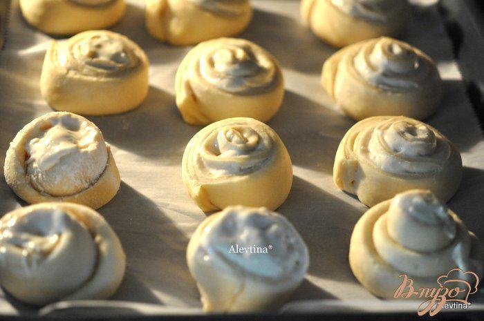 Фото приготовление рецепта: Булочки со сливочным сыром шаг №8