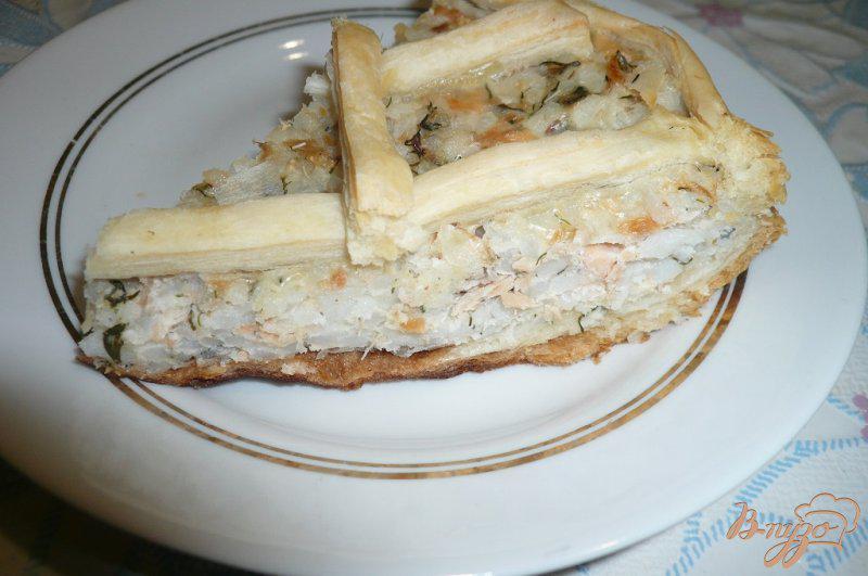 Фото приготовление рецепта: Пирог с консервированной горбушей и рисом шаг №6